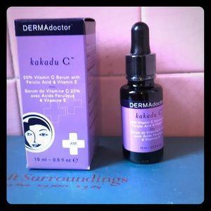 Kakadu vitamin c,e and Ferulic Acid by Dermadoctor